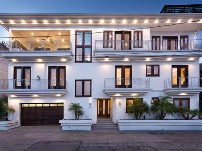 Hollywood Hills Plaza Estate