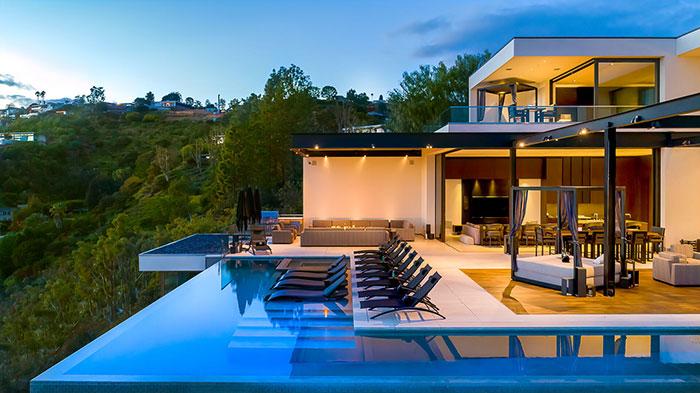 Strat House